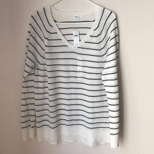 Gap woman's stripped pullover sweater